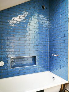 Bathroom walls ceramic tiles